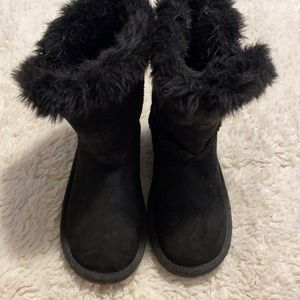 The Children's Place Ugg Style Boots Size 2 EUC